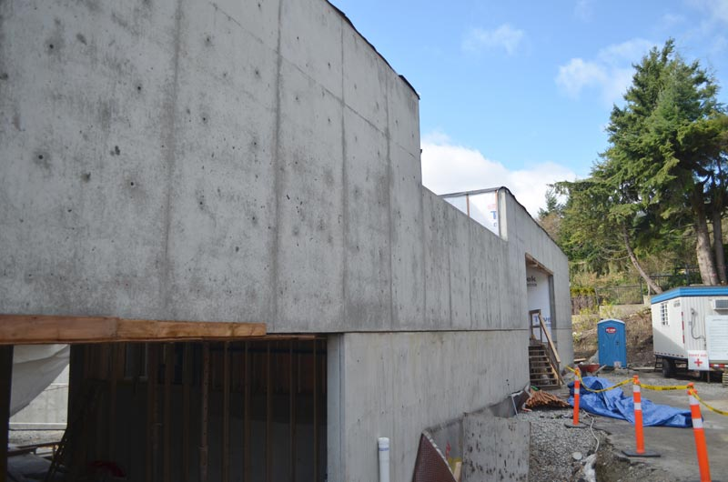 Elegant Concrete Wall Over Garage Door Opening   Modern