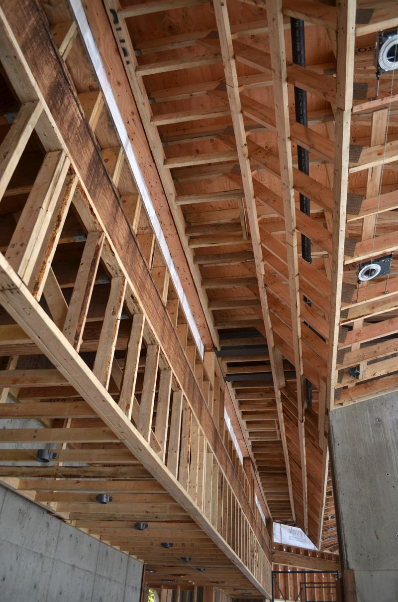 residential-house-bulkead-framing---profiled-roof-trusses-seen-from-the-underside-2