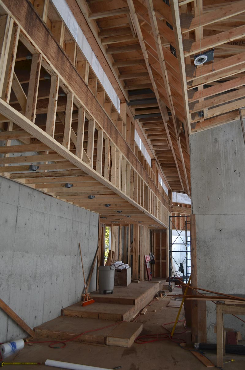 residential-house-bulkead-framing---profiled-roof-trusses-seen-from-the-underside-3