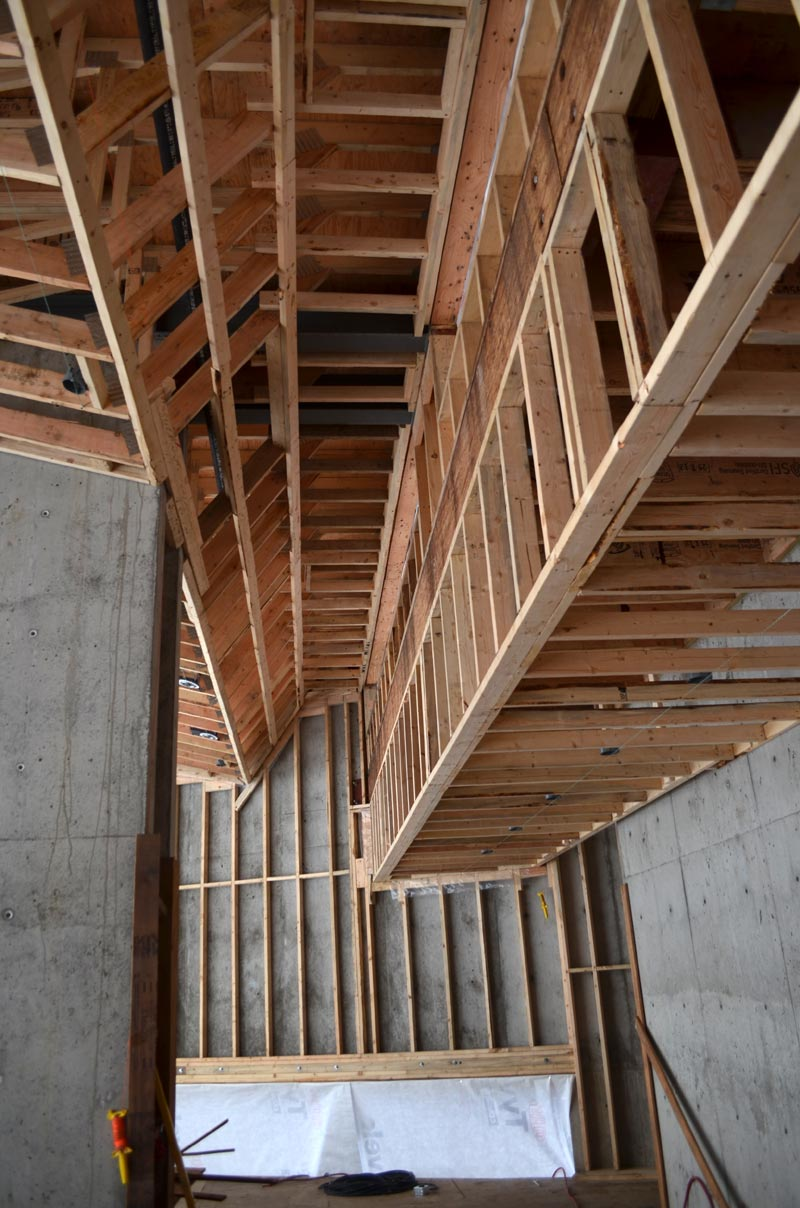residential-house-bulkead-framing---profiled-roof-trusses-seen-from-the-underside