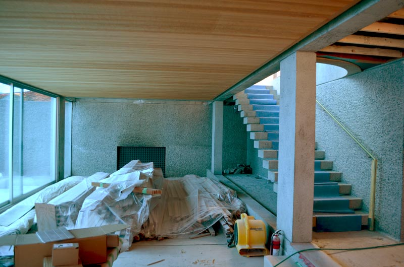 ARTHUR-ERICKSON-EPPICH-HOUSE-RENOVATION---CANTILEVERED-CONCRETE-STEPS-WITH-OPEN-RISERS