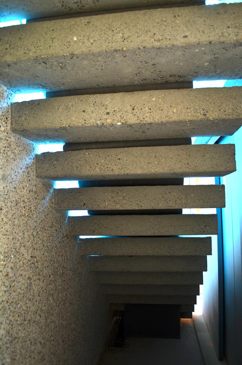 CANTILEVERED-CONCRETE-STEPS-WITH-OPEN-RISERS---ARTHUR-ERICKSON-EPPICH-HOUSE