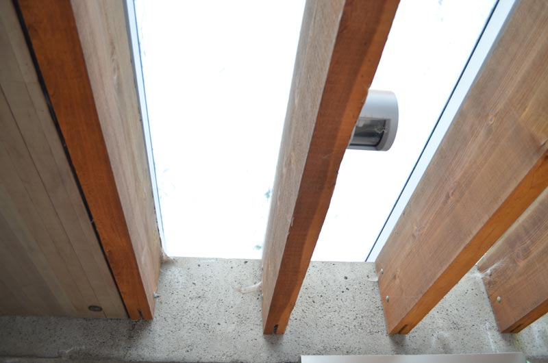 EXTERIOR-SKYLIGHT-TIMBER-BEAMS---ARTHUR-ERICKSON-EPPICH-HOUSE