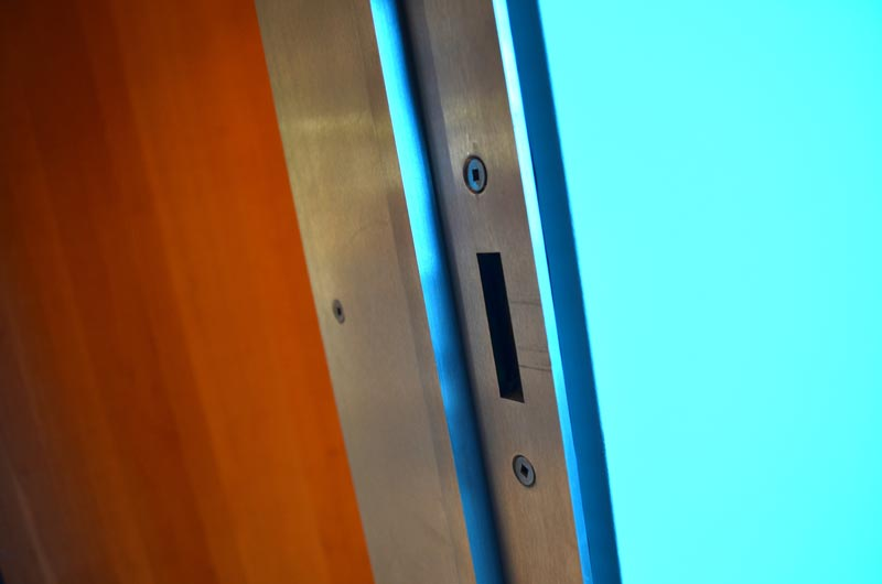 STAINLESS-STEEL-MINIMAL-DOOR-FRAME-5