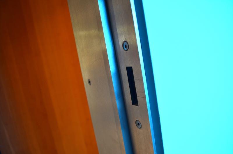 STAINLESS-STEEL-MINIMAL-DOOR-FRAME-5