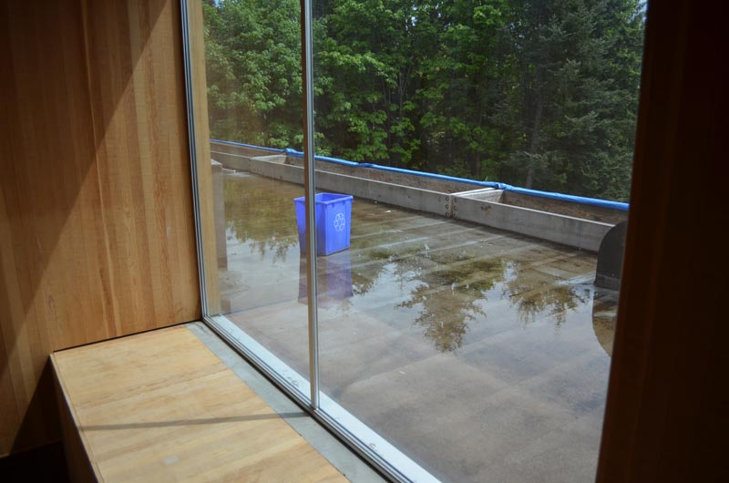 WINDOW-SILL-AT-ROOF-DECK