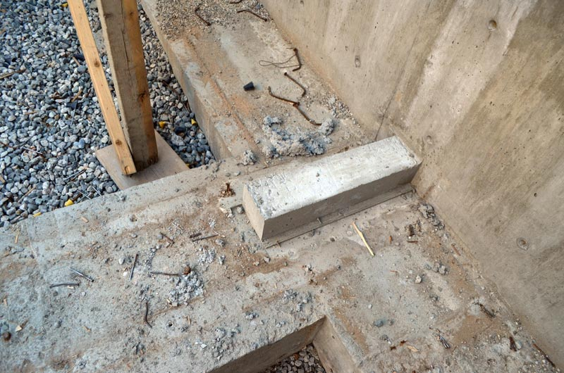 concrete-footings-and-concrete-wall-upstand