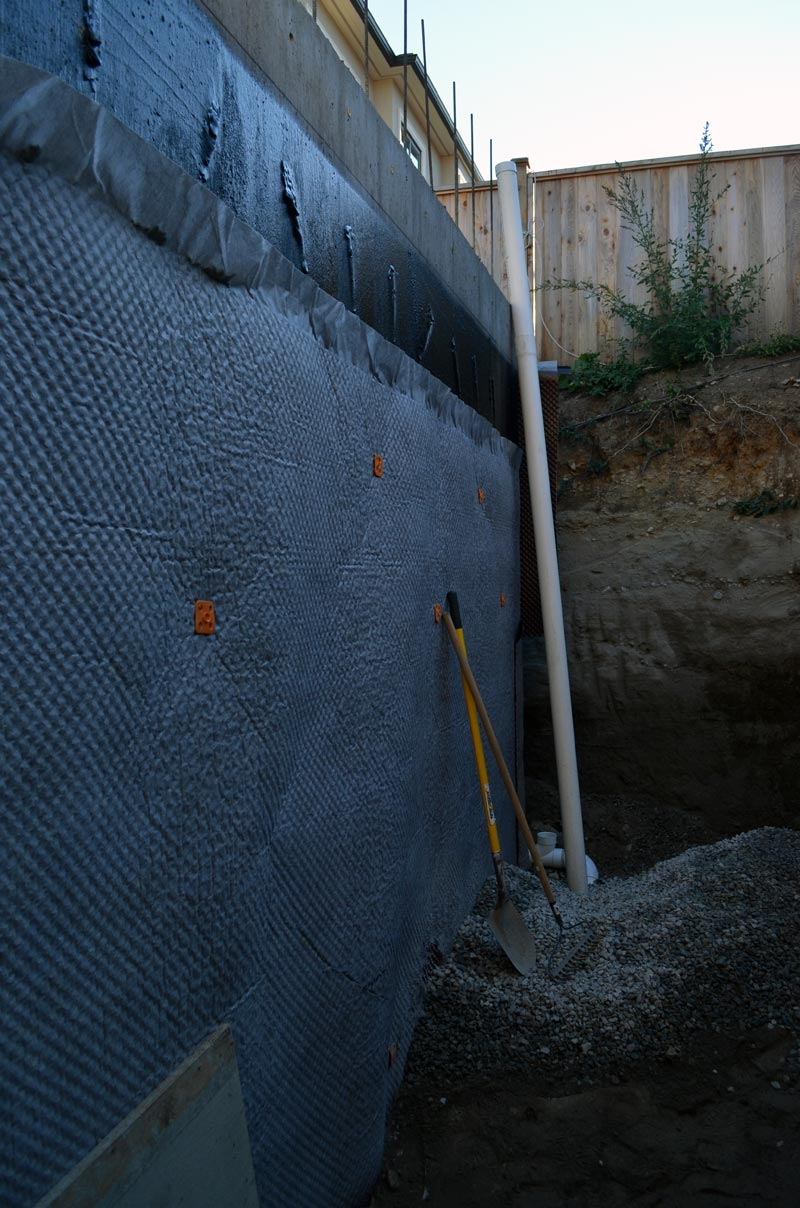 drainage-mat-over-concrete-foundation-wall