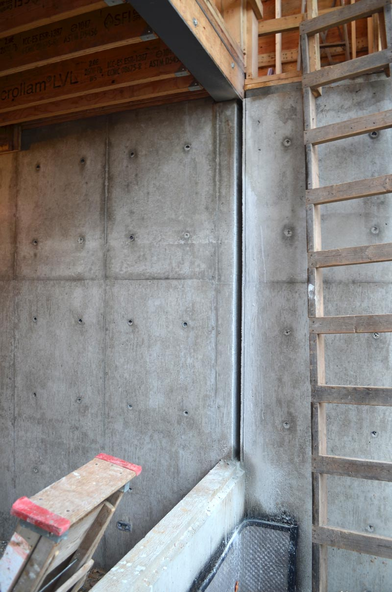 insulation-gap-in-concrete-wall