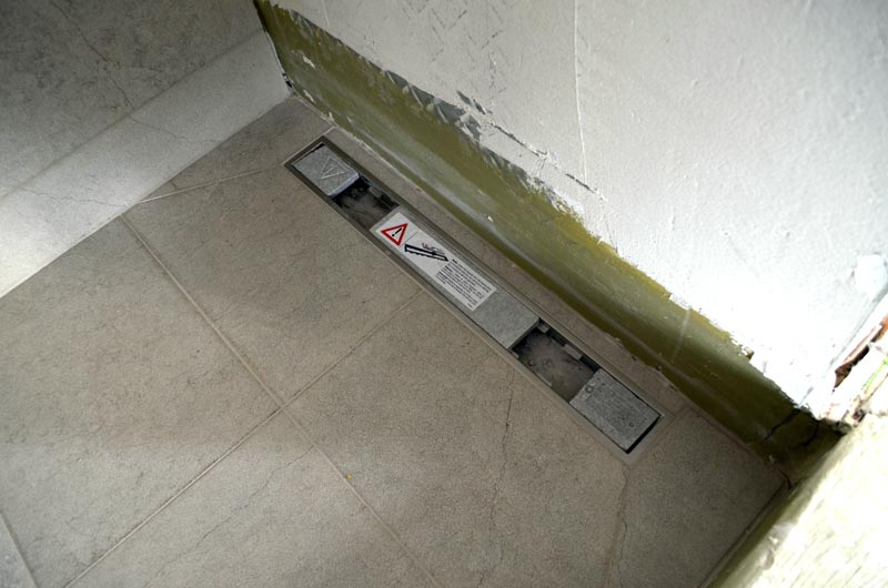 trench-drain-detail-in-guestroom-shower