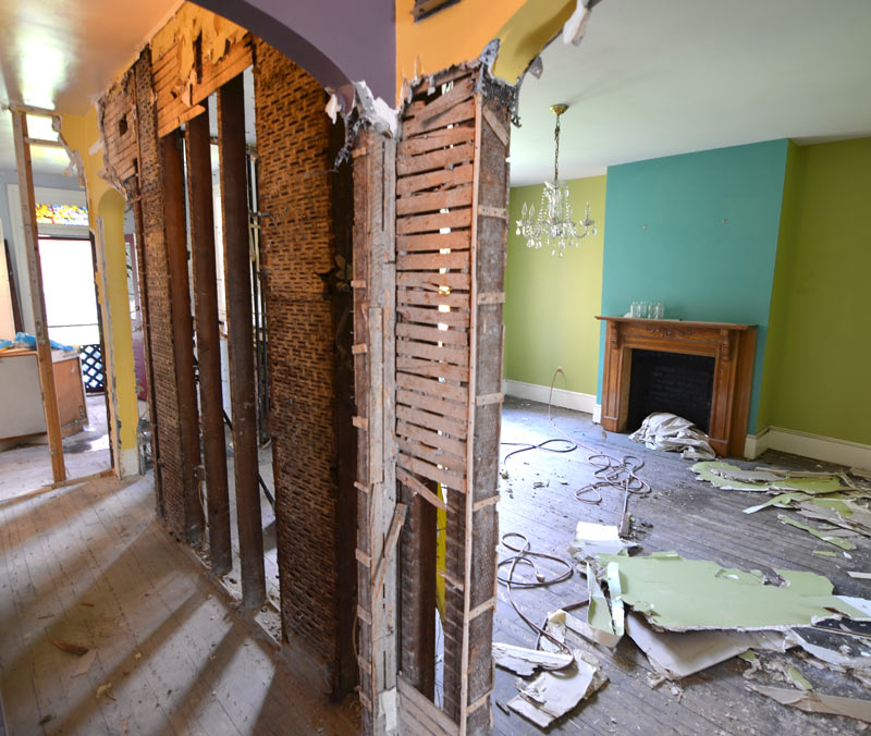 pittsburgh-house-renovation-studio-tm-tomas-machnikowski-demolition-eremoval-of-wall-plaster