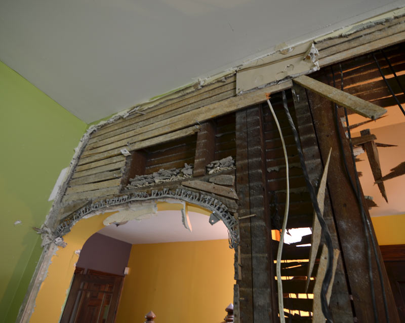 pittsburgh-house-renovation-studio-tm-tomas-machnikowski-demolition-existing-archway-plaster-on-lath