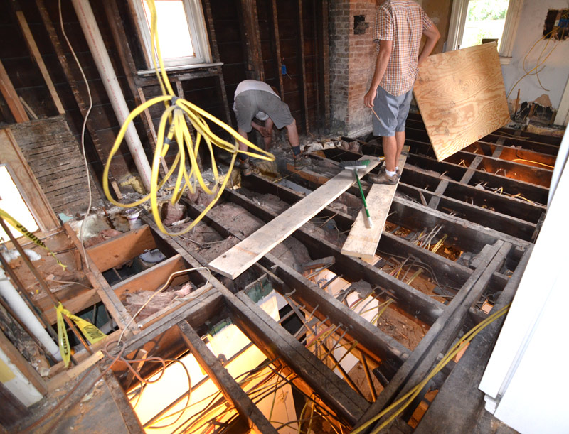 pittsburgh-house-renovation-studio-tm-tomas-machnikowski-demolition-of-existing-kitchen-plank-subfloor