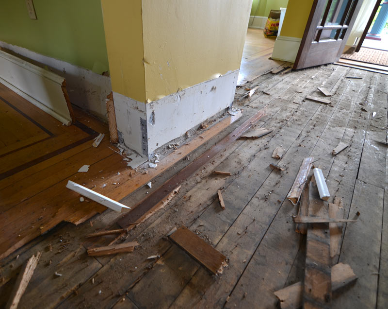 pittsburgh-house-renovation-studio-tm-tomas-machnikowski-demolition-removal-of-existing-floor-finish-and-baseboards