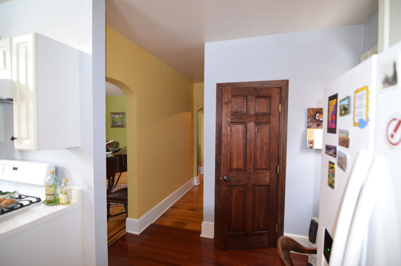 pittsburgh-house-renovation-studio-tm-tomas-machnikowski-existing-condition-powder-room-and-hallway
